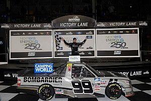 Rhodes wygrywa w Daytonie