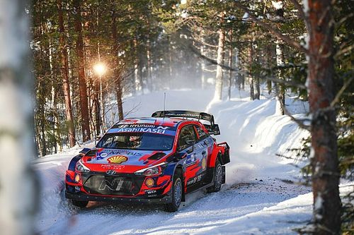 Artic Rally: drama de Ogier a poco del final y Tanak acaba el sábado líder