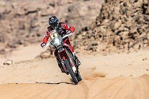 Cornejo sufre una caída y Kevin Benavides lidera el Dakar 2021