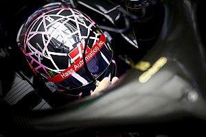 """""""Akció közben"""" Grosjean """"pókemberes"""" F1-es sisakja"""