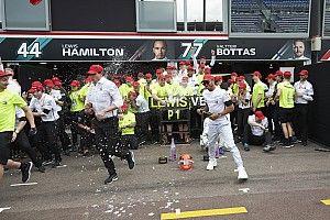 Hamilton bosszút állt a Mercedes taktikai hibájáért