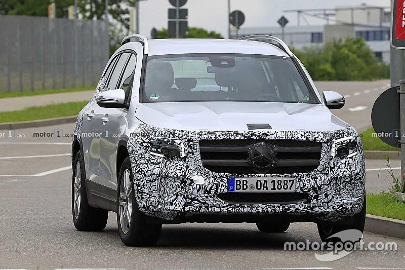 Mercedes почав анонсувати прем'єру кросовера GLB