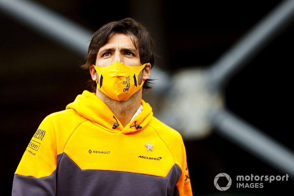 Los tifosi de Ferrari 'encontraron' a Sainz para apoyarle