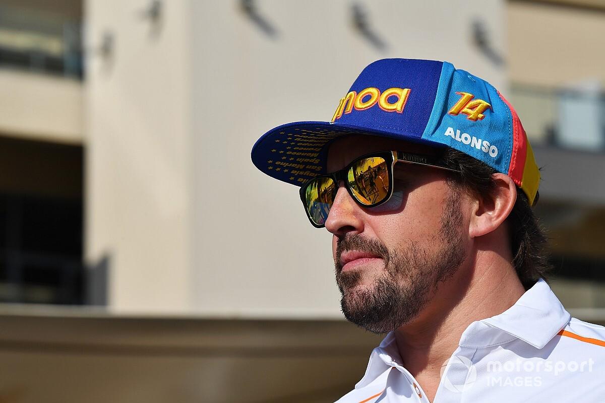 Alonso, sanal yarışlardaki ilk zaferinin ardından mutlu