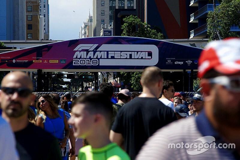 A Super Bowl előtt tüntettek az F1 ellen Miamiban, de ki nem találná, kikkel kerültek összetűzésbe