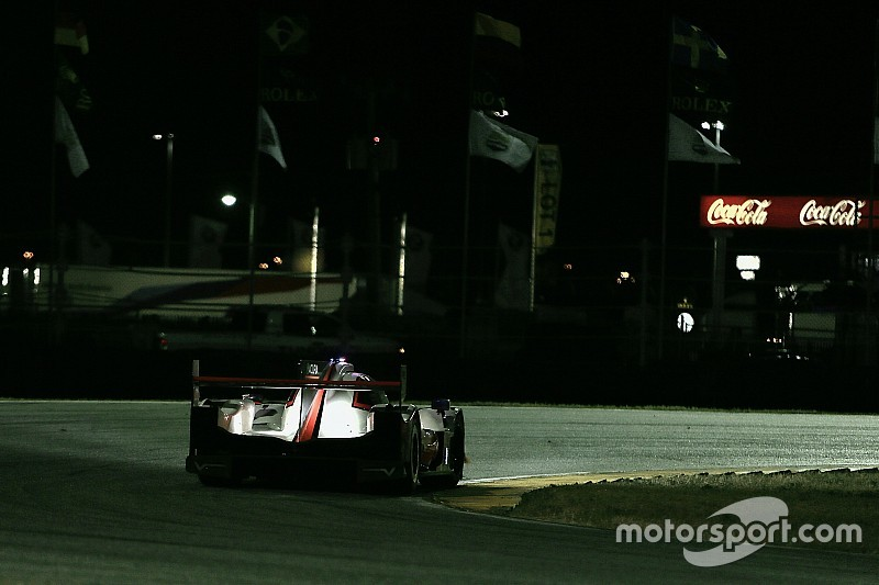 Rolex 24, Hour 14: Rossi pressuring Nasr for lead
