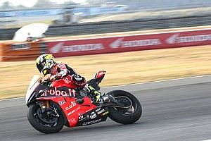 SBK, Aragon, Libere 1: la Ducati Panigale V4 vola e Bautista fa segnare un tempo record