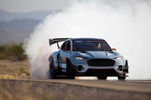 Ford создал электромобиль для NASCAR. Внутри семь двигателей и 1400 л.с.