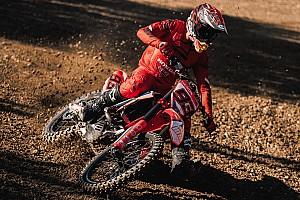 Los Márquez se entrenan con la moto de cross en Montmeló (vídeo)