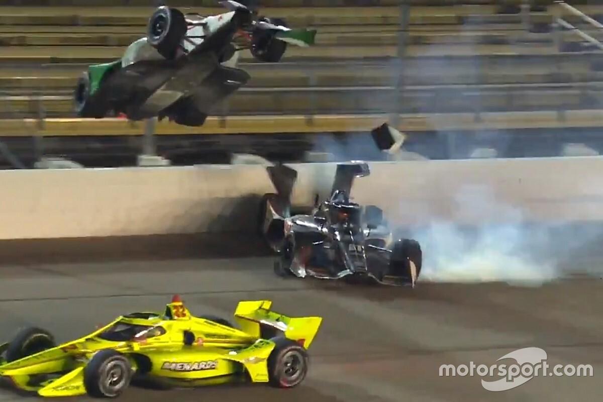 VÍDEO: Carro levanta voo em acidente impressionante na Indy