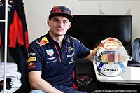 In beeld: De nieuwe helm van Max Verstappen