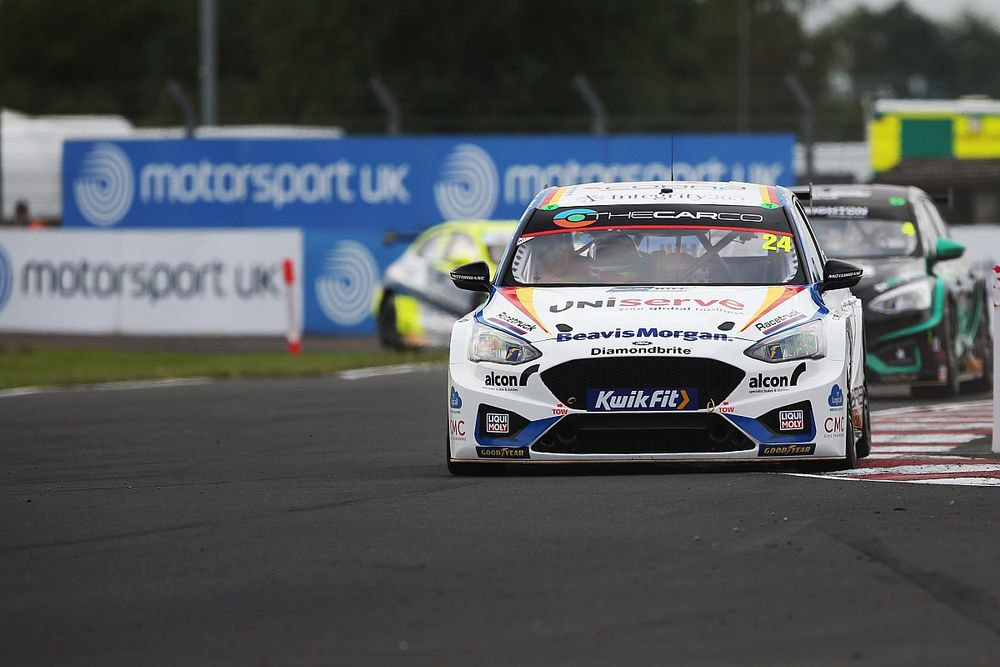 Croft BTCC: Hill cruises to comprehensive Race 2 victory over Moffat