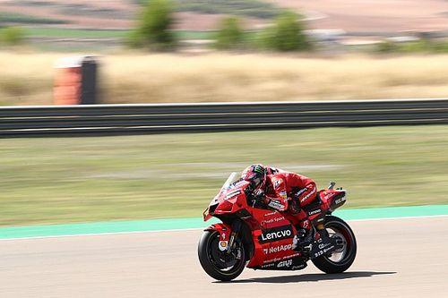 MotoGP: Bagnaia segura Márquez após briga insana e vence em Aragón