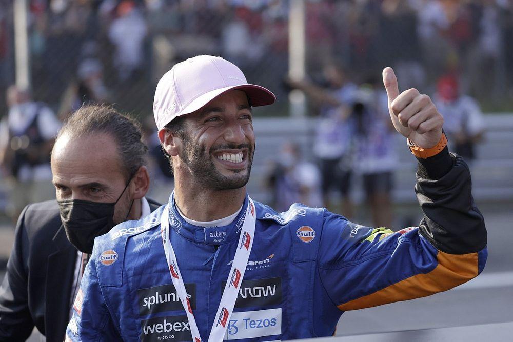 Ricciardo: Max azt mondta, ha jól sikerül a rajtom, meg fog védeni a mezőnytől!