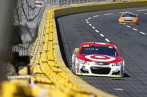 Larson logró el mejor tiempo en la primera de Charlotte