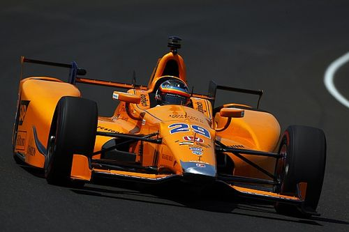 Alonso maakt op topsnelheid kennis met harde windvlagen