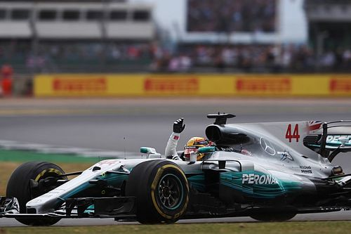 "Hamilton made ""stronger"" by unfair media treatment - Wolff"