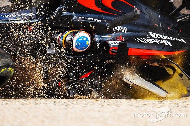 Alonso egészen elképesztő bukása a McLarennel Ausztráliában