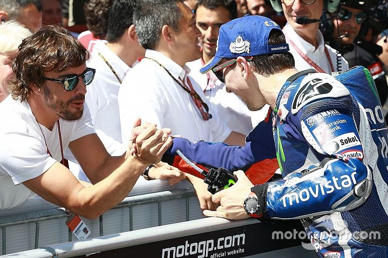 Ir a tomar café y encontrarse con… ¿Alonso?