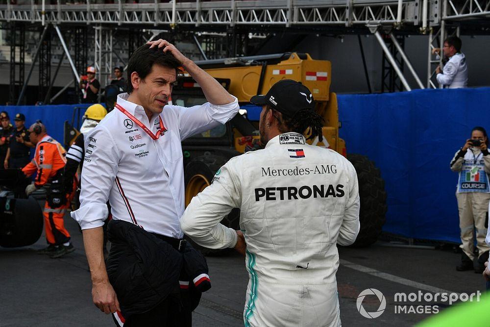 «Ему важна не команда, а возможность побеждать». Вольф о будущем Хэмилтона в Mercedes