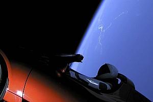 Vajon merre járhat most az űrbe két éve kilőtt Tesla Roadster?