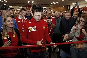 Leclerc kipróbálná magát a MotoGP-ben, de tart a Ferrari válaszától