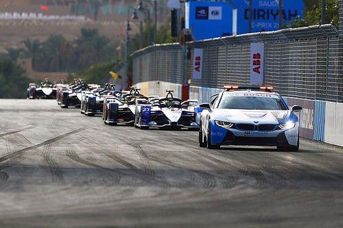 Grue et commissaires sur la piste après Safety Car: la FIA s'explique