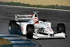 20 años del debut de Irvine en Stewart antes de Jaguar