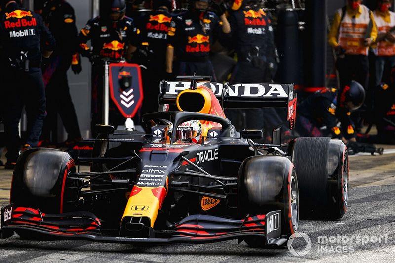Wolff: 15 personas y una fábrica vacía no es suficiente para Red Bull