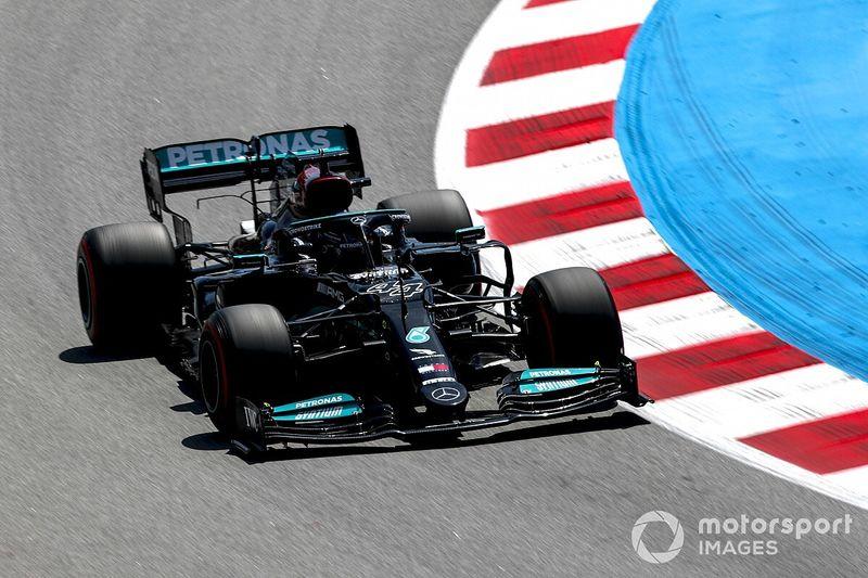 Hamilton leidt de dans in tweede training Barcelona, Verstappen P9
