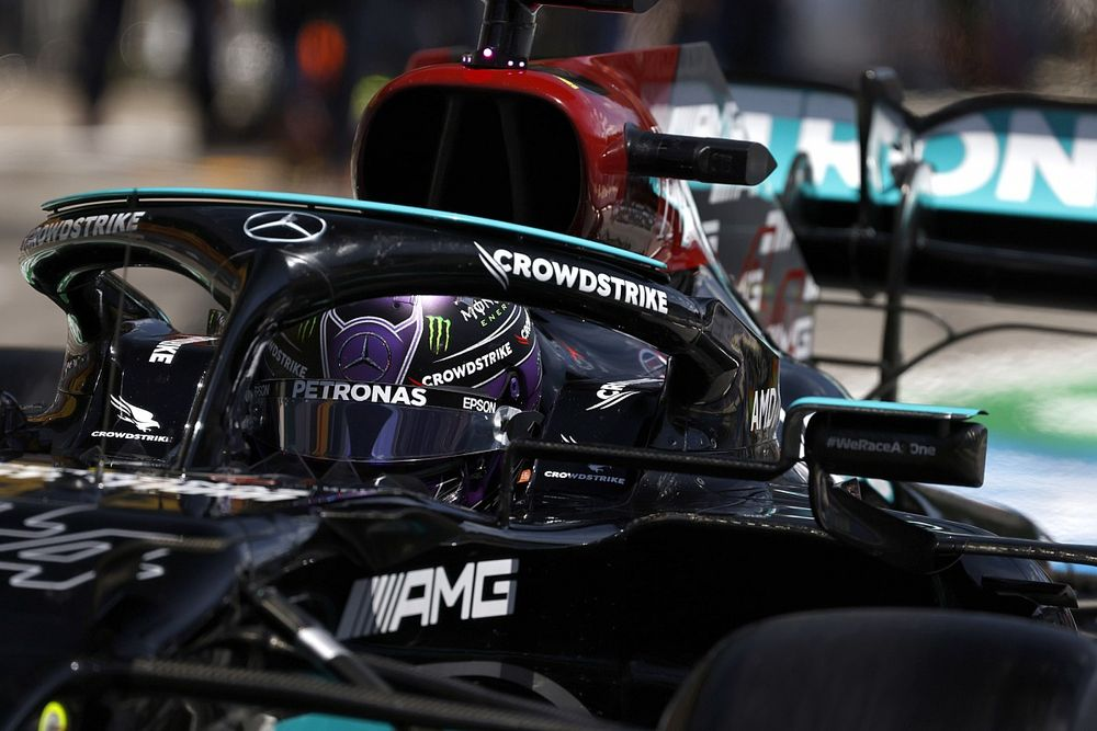 """F1 - Hamilton joga a toalha e diz que vitória está fora de questão: """"Será fácil para Verstappen"""""""