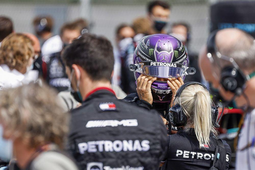 Hamilton reagált Ecclestone kritikájára