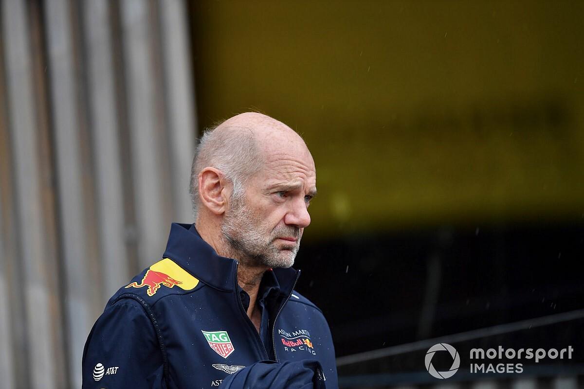 Az egykori Red Bull-pilóta szerint Adrian Neweynak félre kellene állnia
