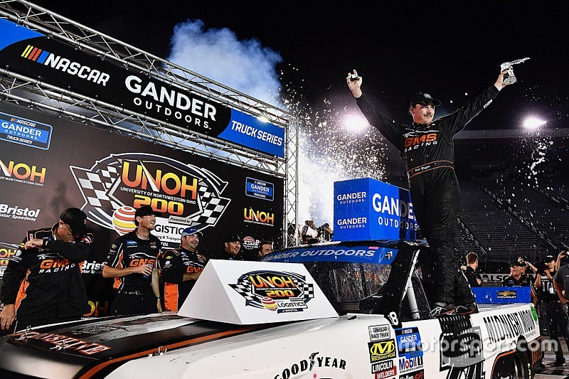 Brett Moffitt wins wild playoff opener for Trucks at Bristol