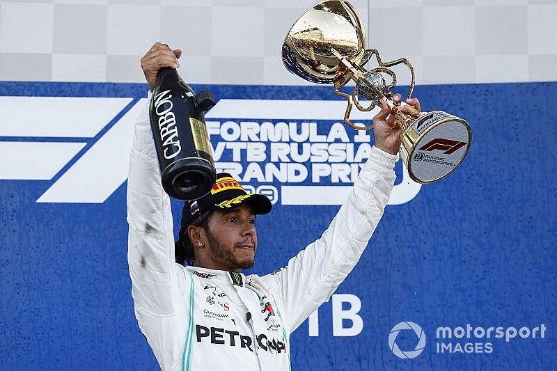 """Hamilton: """"Siento haberle fastidiado la fiesta a Ferrari"""""""