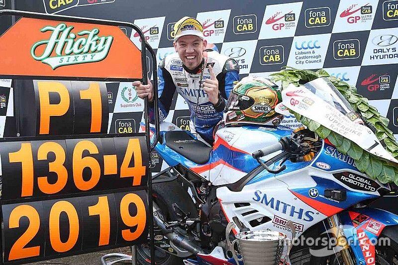 Ulster GP: Peter Hickman riscrive la storia a 136.415 mph