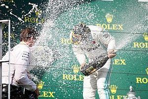 Hamiltonnak majdnem annyi dobogója van, mint a két Ferrarinak összesen