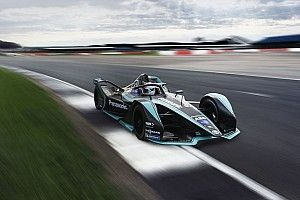 Jaguar apresenta carro para temporada da Fórmula E