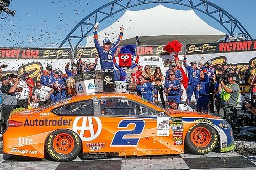 Brad Keselowski earns third consecutive win in chaotic playoff opener