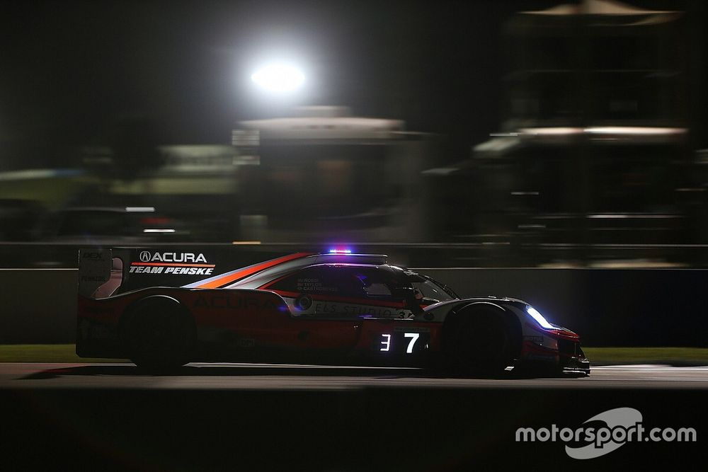 Sebring 12 Hours: Taylor's Acura on top in night practice