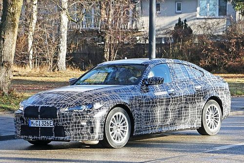 BMW i4M, le foto spia della berlina elettrica sportiva