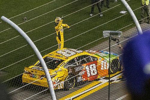 VIDEO: Kyle Busch roba la victoria en el Busch Clash en Daytona