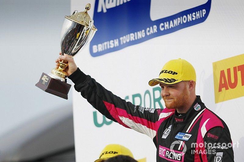 Thruxton BTCC: Cook beats Butcher and Sutton in Race 3
