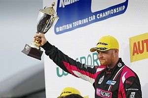 Thruxton BTCC: Cook beats Butcher and Sutton in Race 3