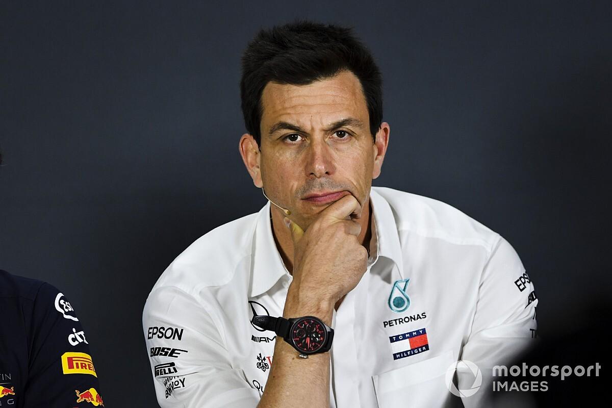 Wolff sajnálja Leclerc-t, és esőre számít vasárnap