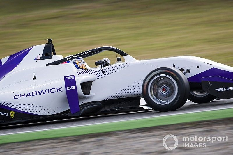 Jamie Chadwick gana la primera carrera de las W Series; Marta García, 3ª