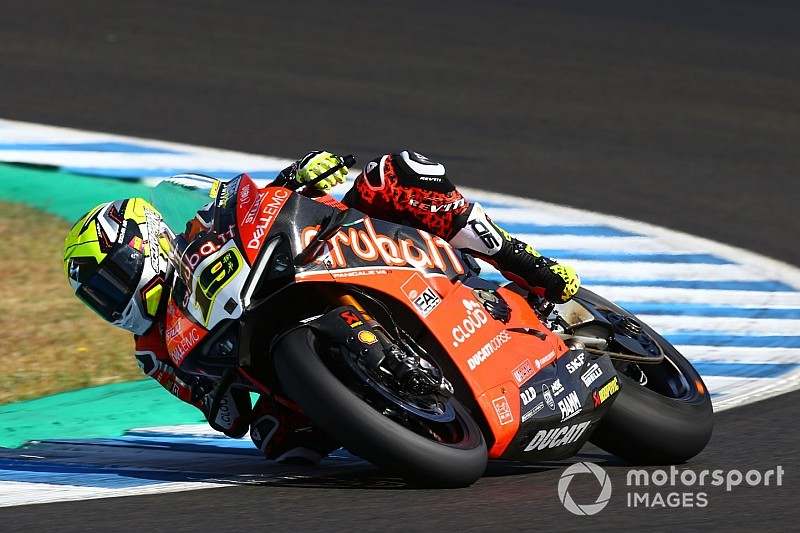 Jerez WSBK: Bautista leads van der Mark in Friday's running