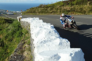 Isle of Man TT: Hickman wint eerste Superbike-race na rode vlag