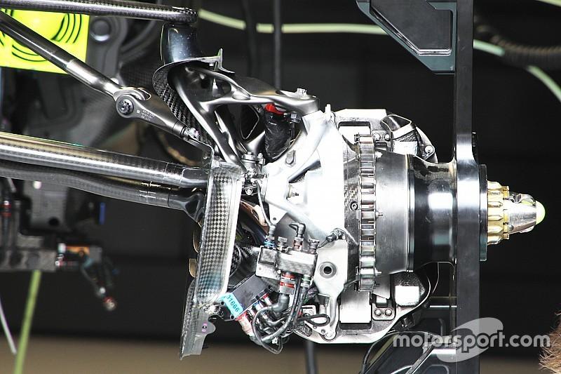 Segreto Mercedes: sfruttare le gomme con una sospensione difficile da copiare