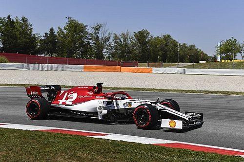 340 kép a F1-es tesztről: Räikkönen is a pályán